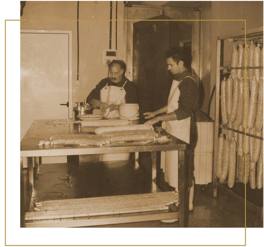 Honorio Fuertes con su hijo menor, trabajando en su charcutería de  embutidos